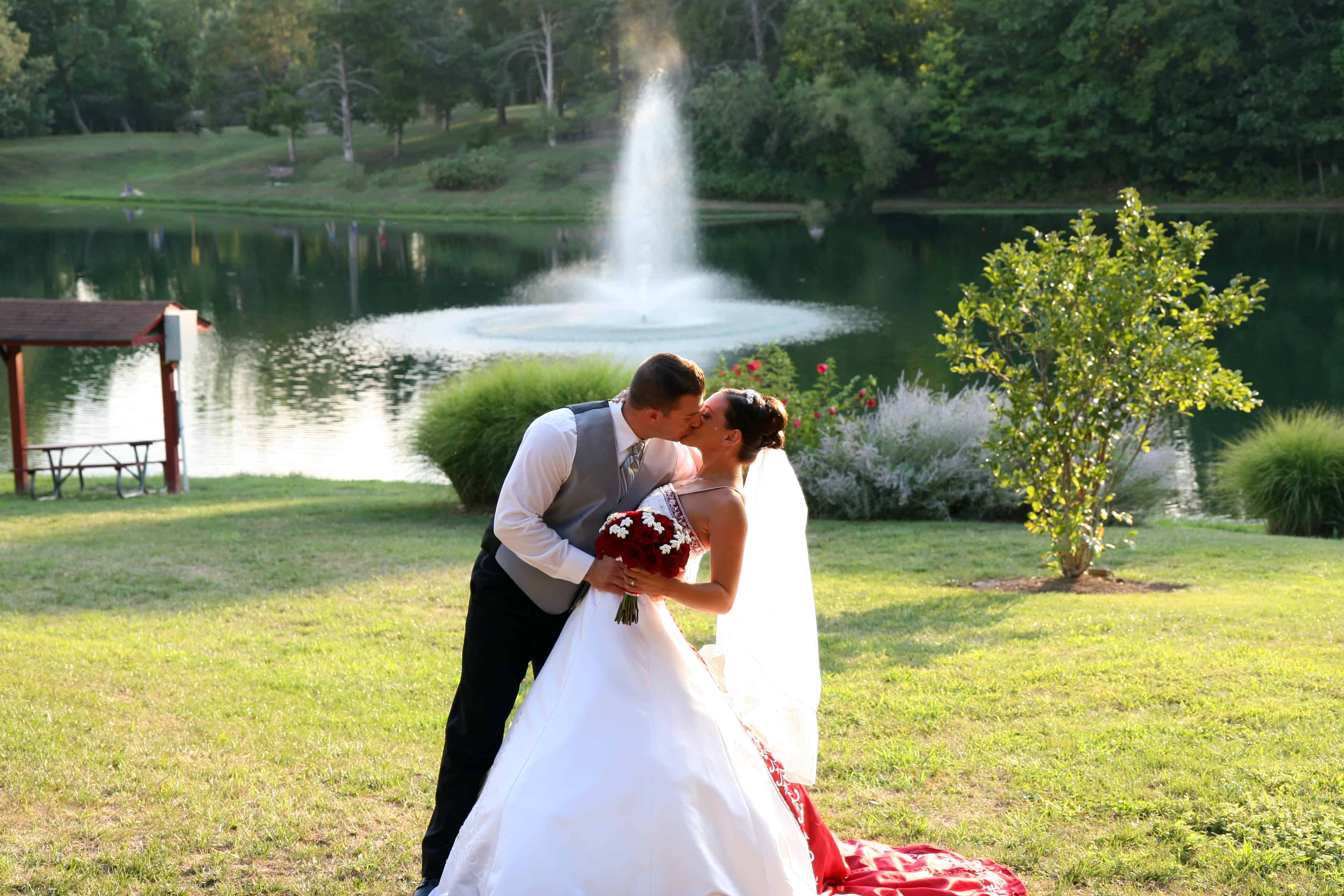 cool kiss with fountain behind